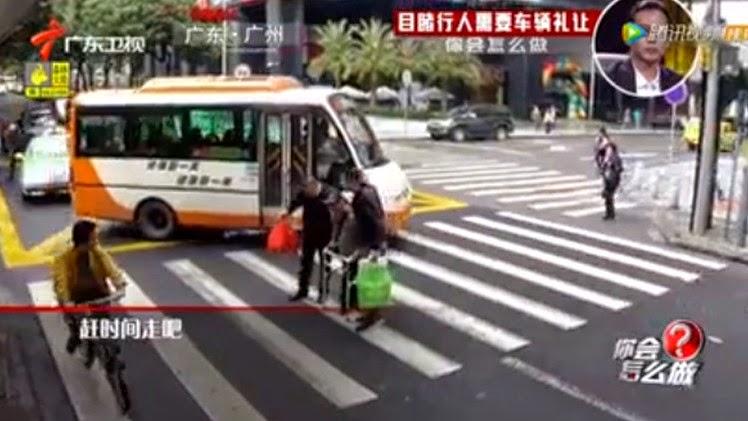 موقف إنساني من شابيّن سورييّن يثير ضجة في وسائل الإعلام الصينية (فيديو)