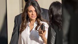 Mila Kunis continue de nous taquiner avec les spéculations sur son statut conjugal