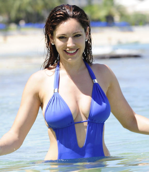 Kelly Brook Bikini Pics