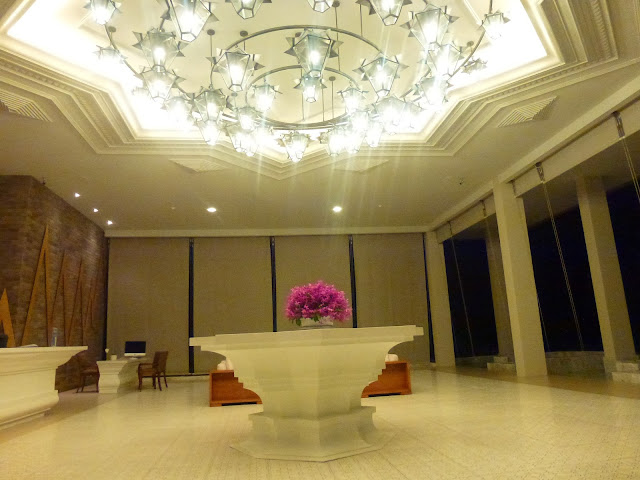 The white decor of the Avista Hideaway Resort and Spa lobby