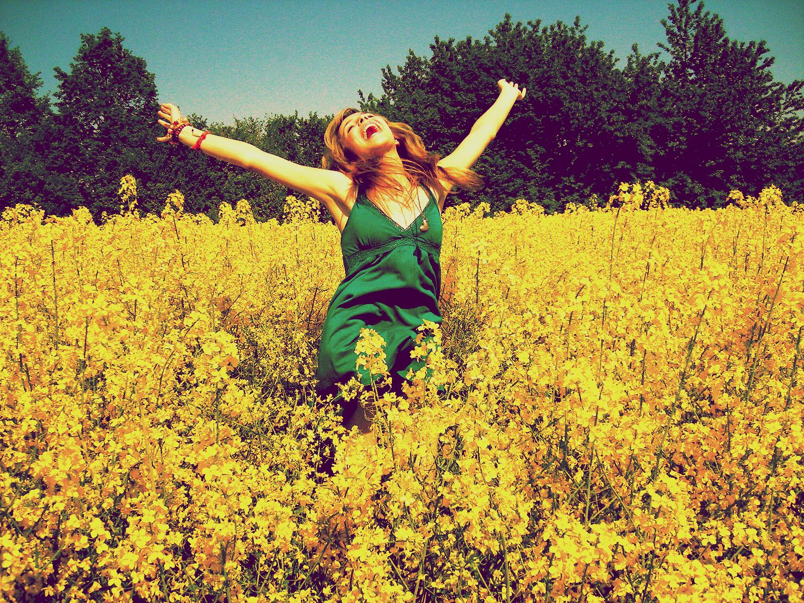 http://2.bp.blogspot.com/-hH1tav-XWdU/ThYardfL8RI/AAAAAAAAAko/sChLK4xxzoU/s1600/happy_hippie_by_himbeerkuss.jpg