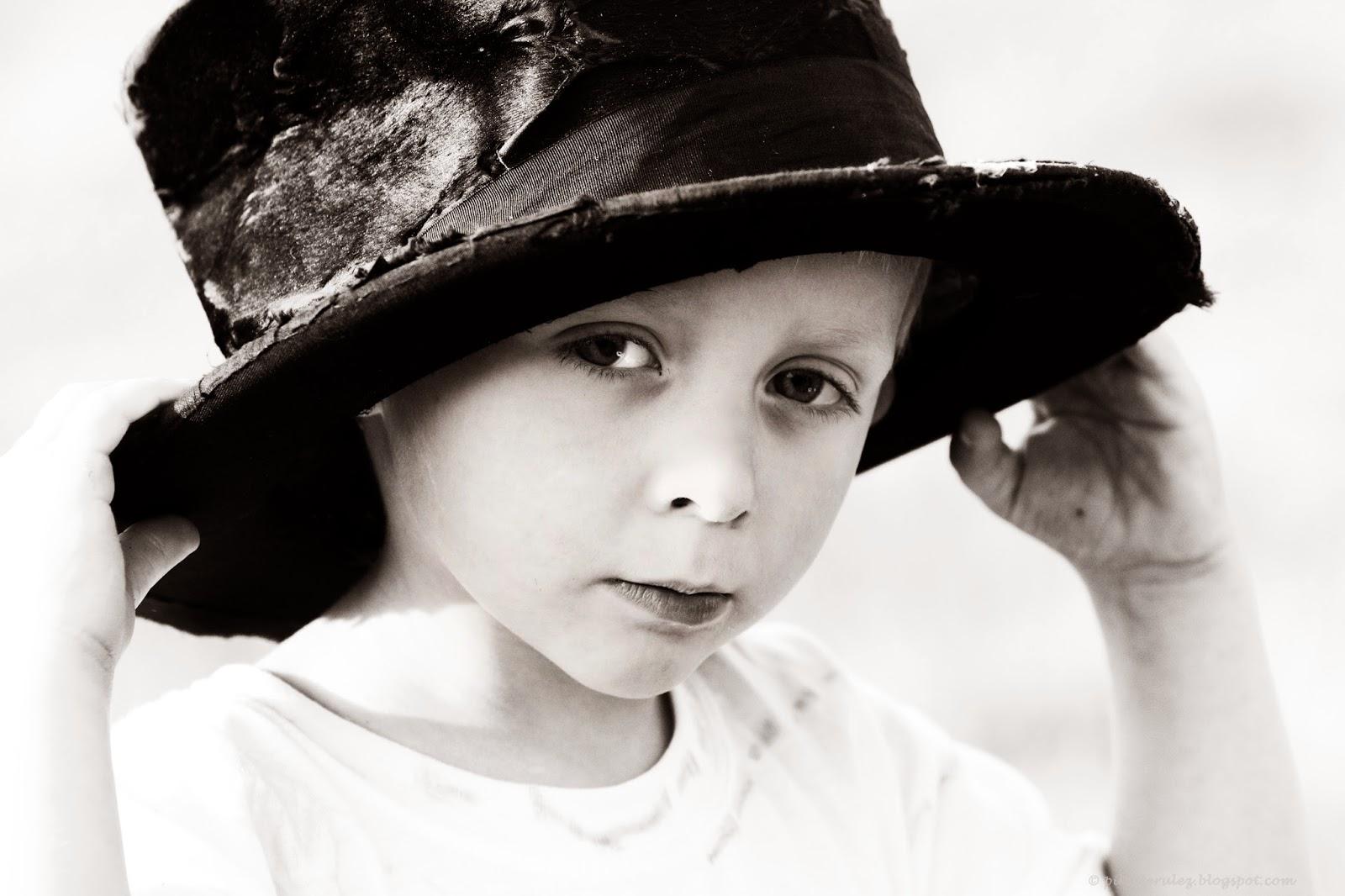 blackandwhite, kapelusz, chłopiec, Agata Raszke