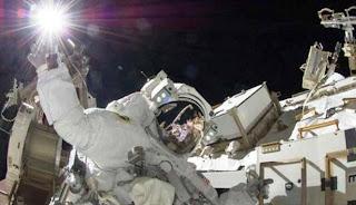Astronot Ini Pecahkan Rekor Penerbangan Tercepat Dari Bumi ke Luar Angkasa | artis | unik | wanita | tips | foto | sepakbola