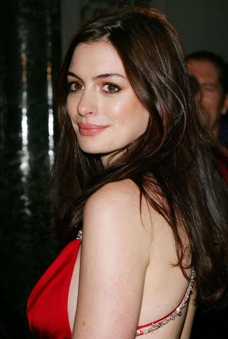 Anne Hathaway Hair 12