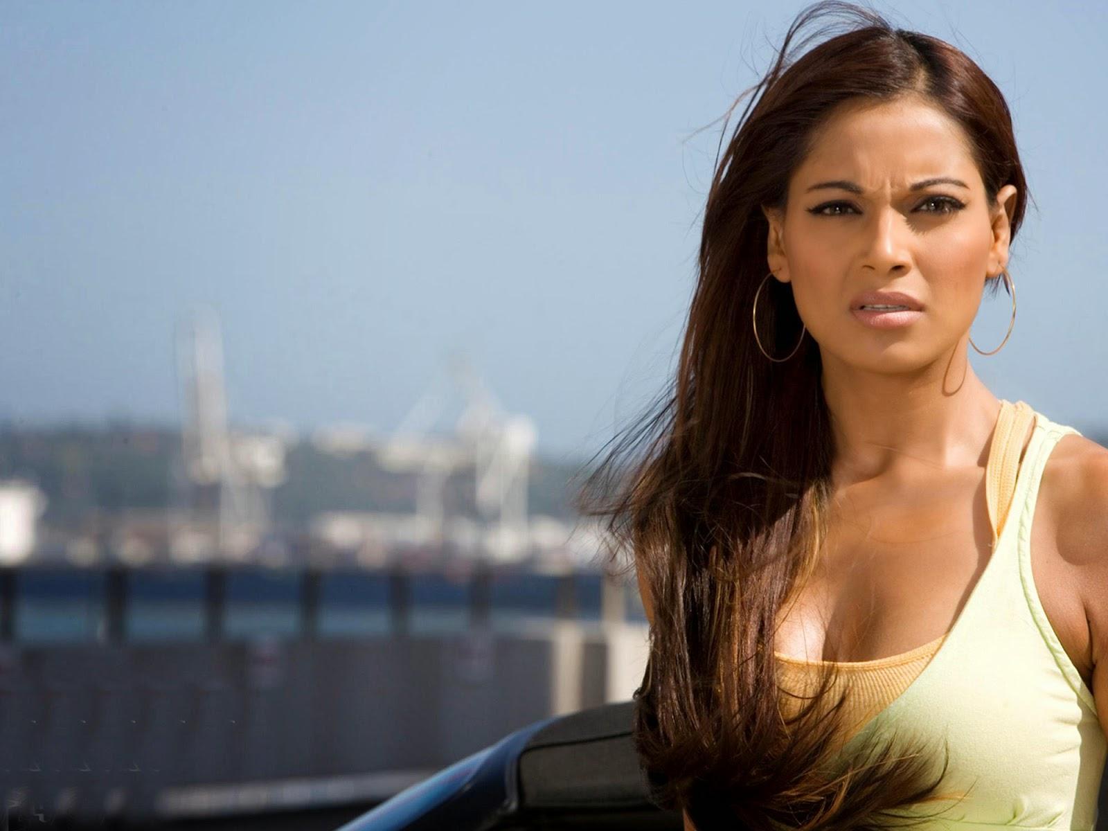 bollywood actress full hd wallpaper bipasha basu hot photos, full hd