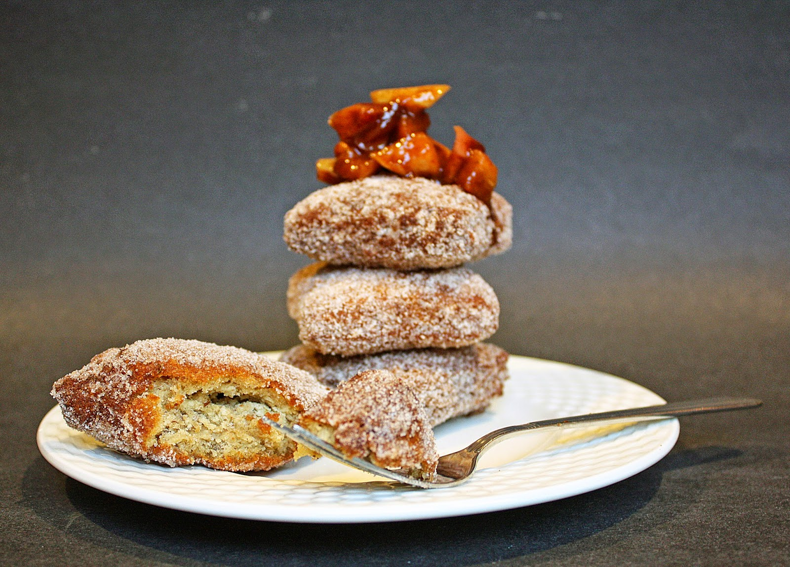 Vegan apple cider doughnuts with stewed apple pie filling | How to ...