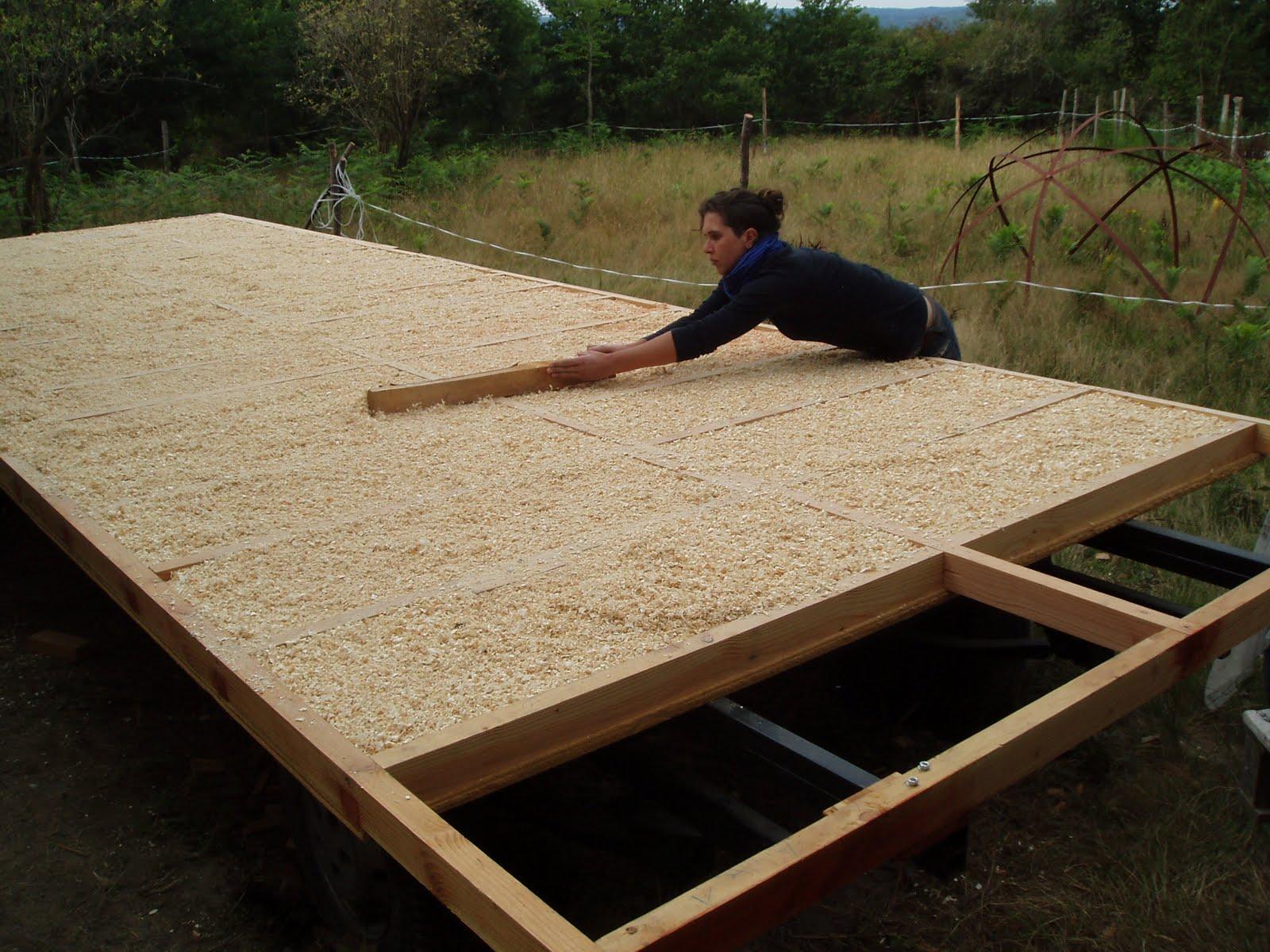 Construction de la roulotte isolation de la dalle bois for Isolation copeaux de bois