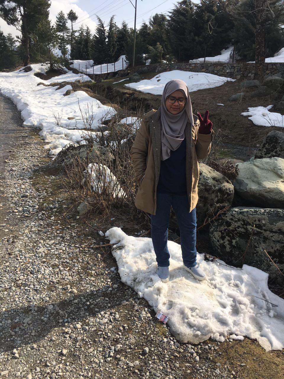 Yana Takes Kashmir