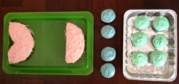 Make your own fish themed birthday cake tutorial by EightbyFive.com