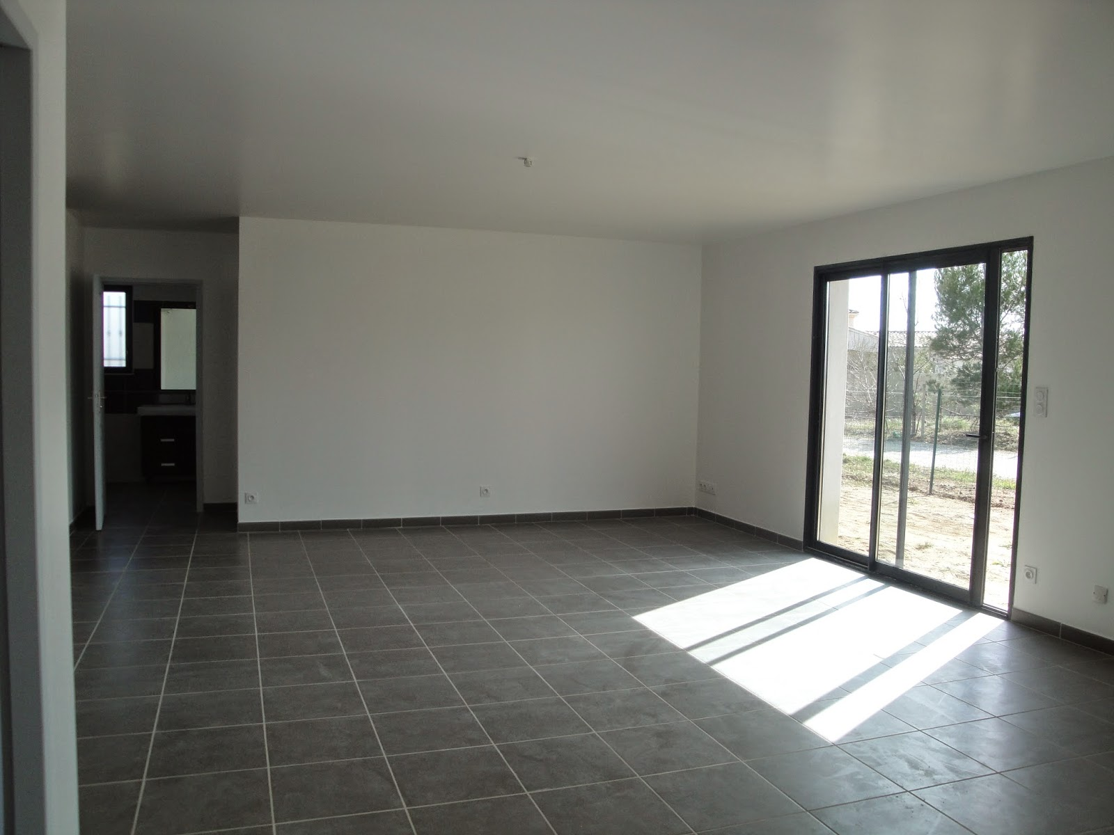 habitat de provence maison neuve vendre pont saint esprit. Black Bedroom Furniture Sets. Home Design Ideas