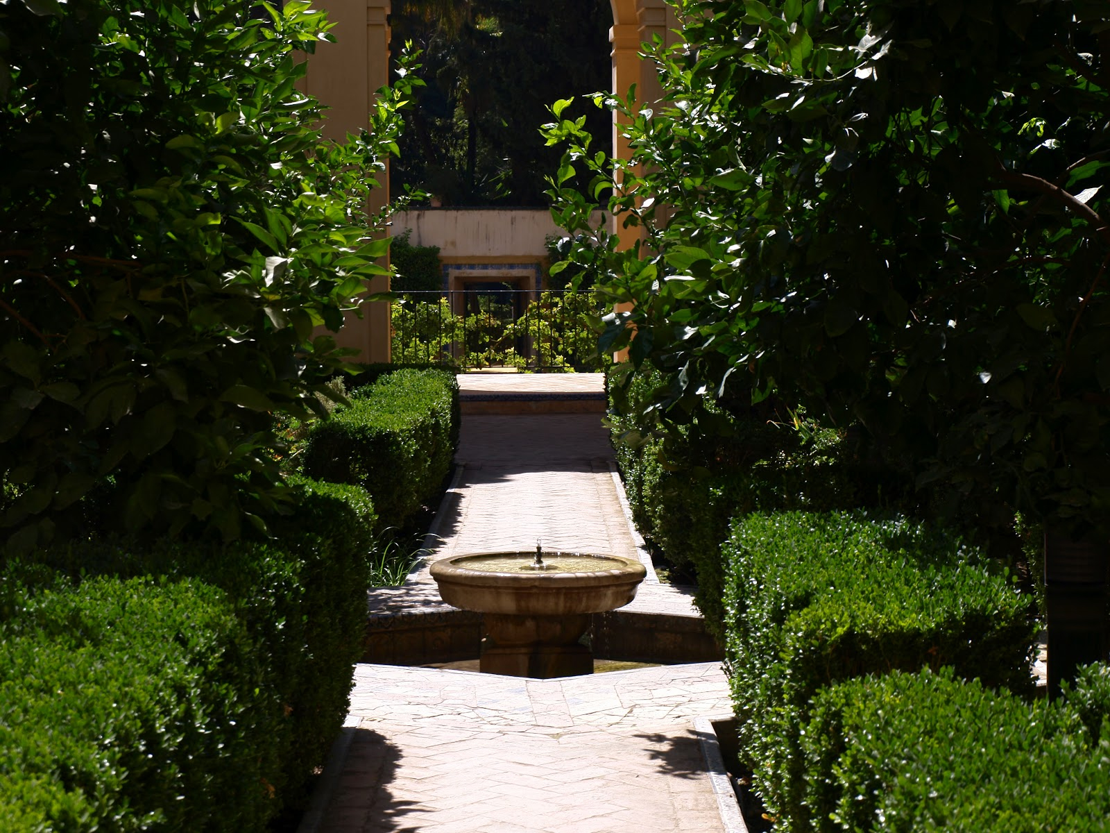 Historiarte sevilla entrada palacio mud jar y jardines - Jardines de sevilla ...