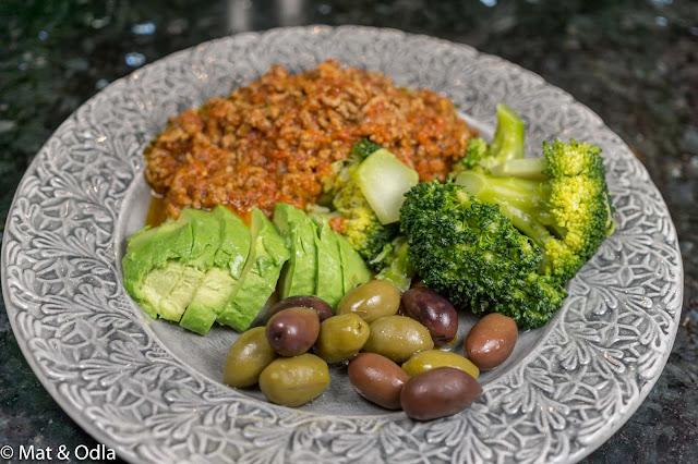 köttfärssås och broccoli