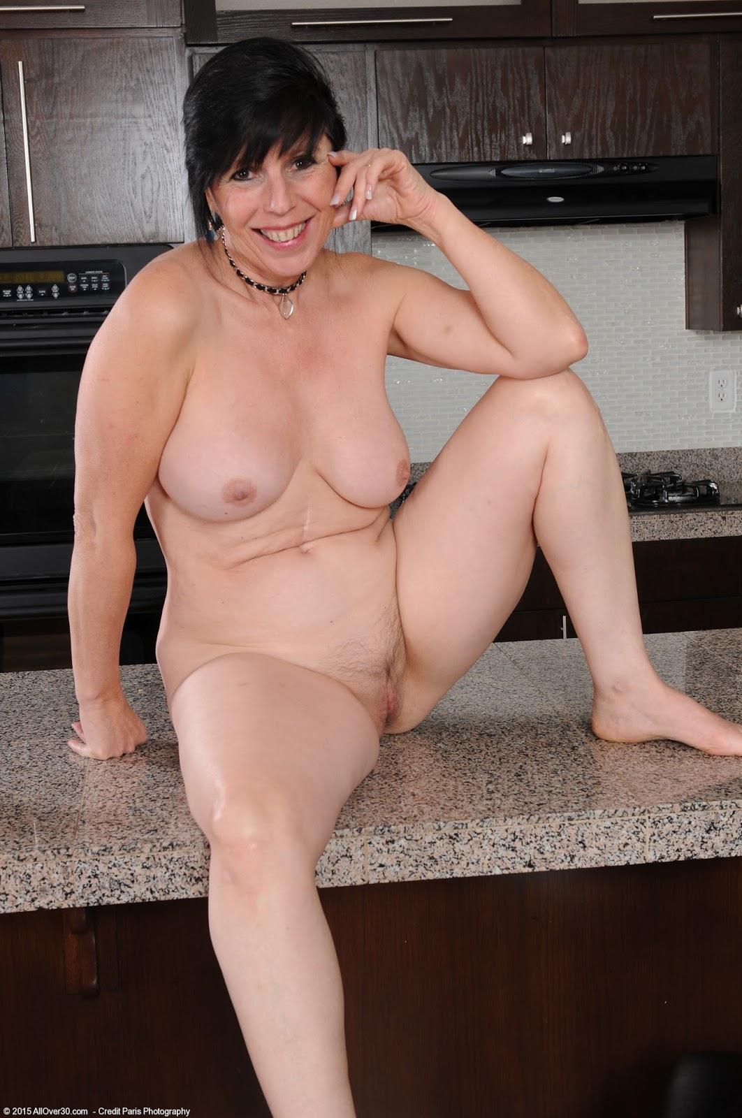 Vannessa Hughes Nude