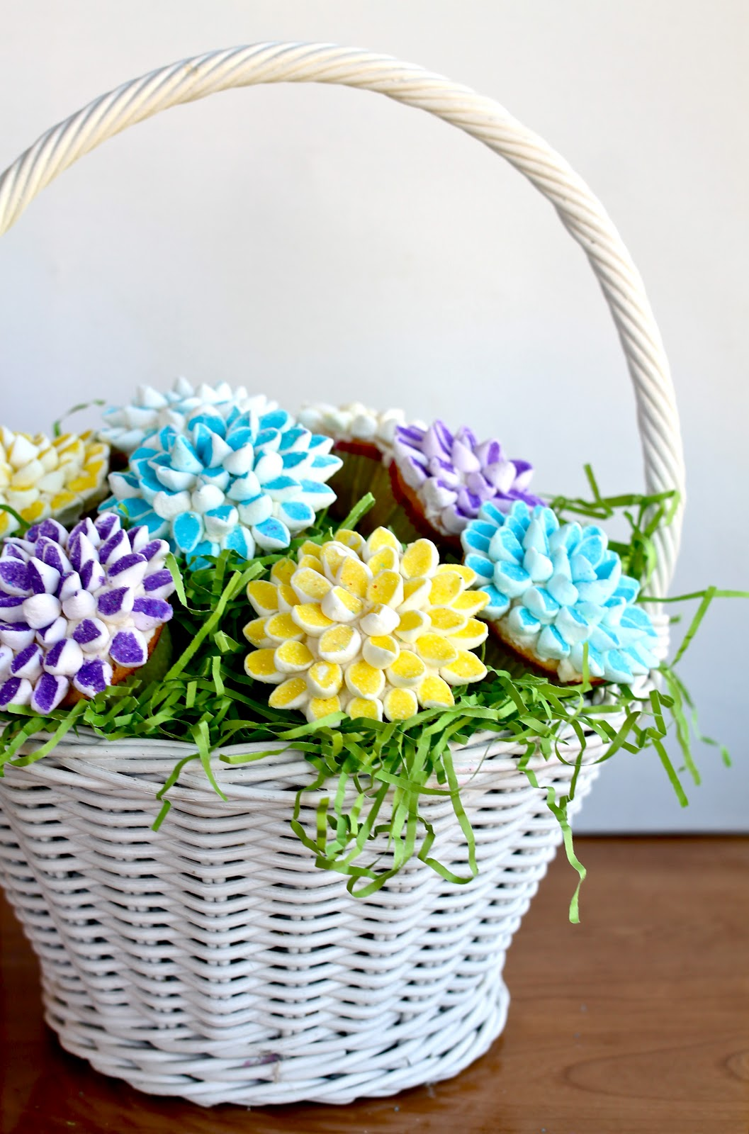 Yammie\'s Noshery: Marshmallow Flower Cupcakes