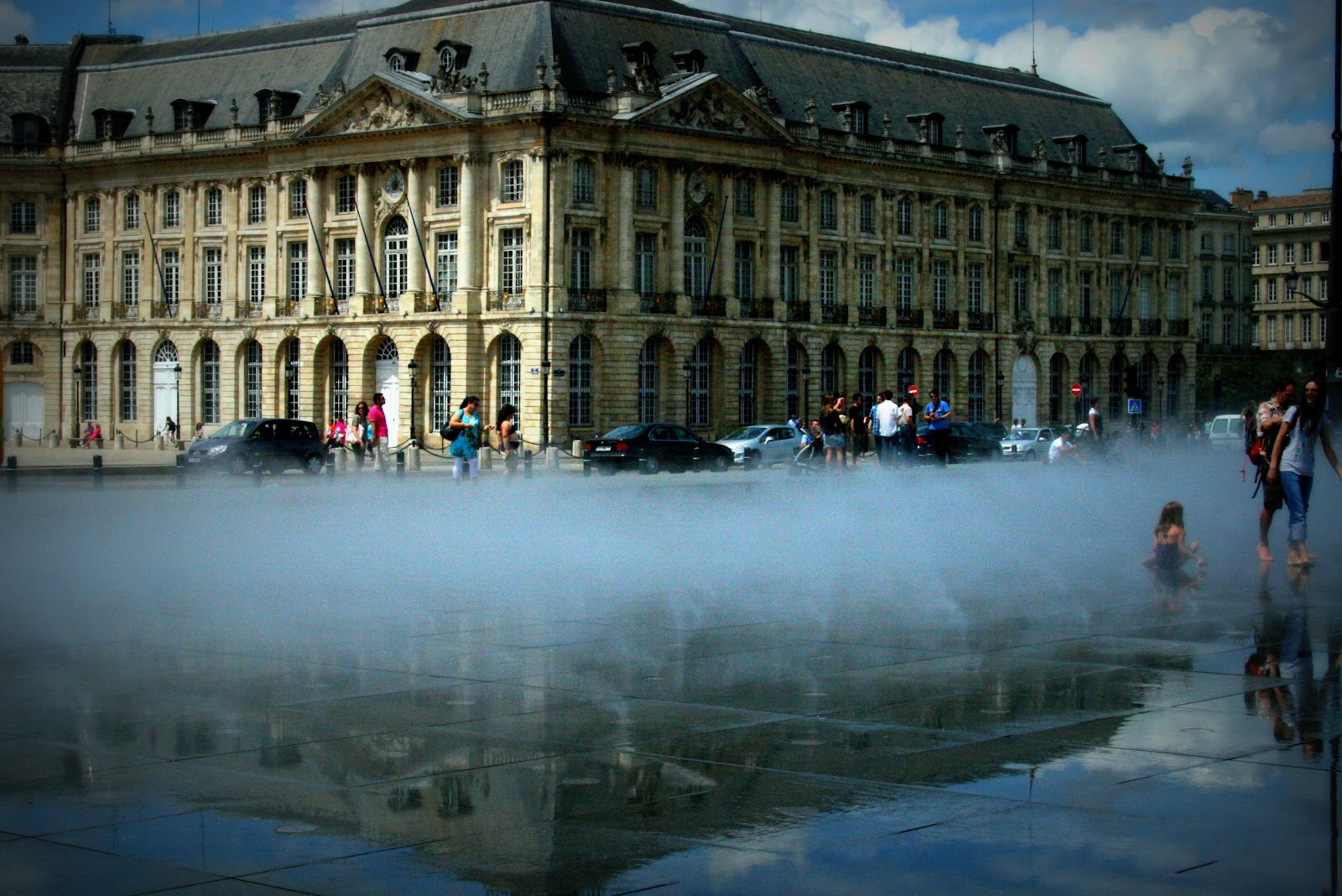 American mom in bordeaux bordeaux the mirror pool for Mirror pool bordeaux