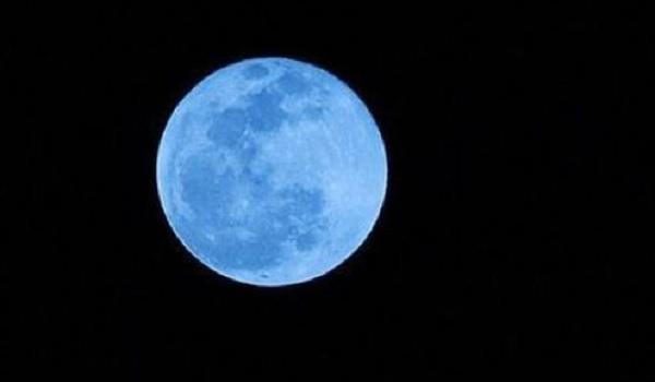 Foto Blue Moon Malam Ini