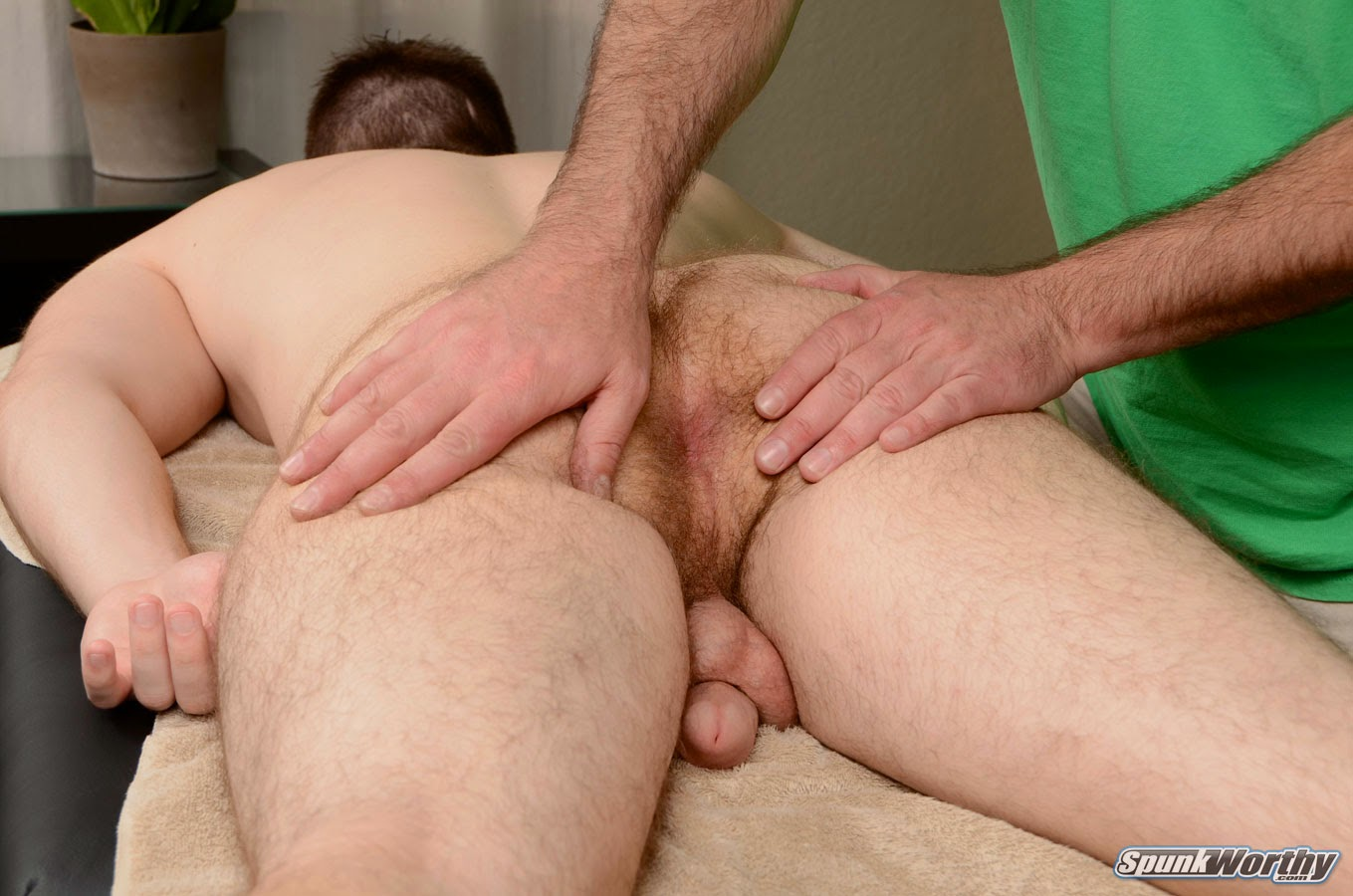 Masseur And Amateur Straighty Suck