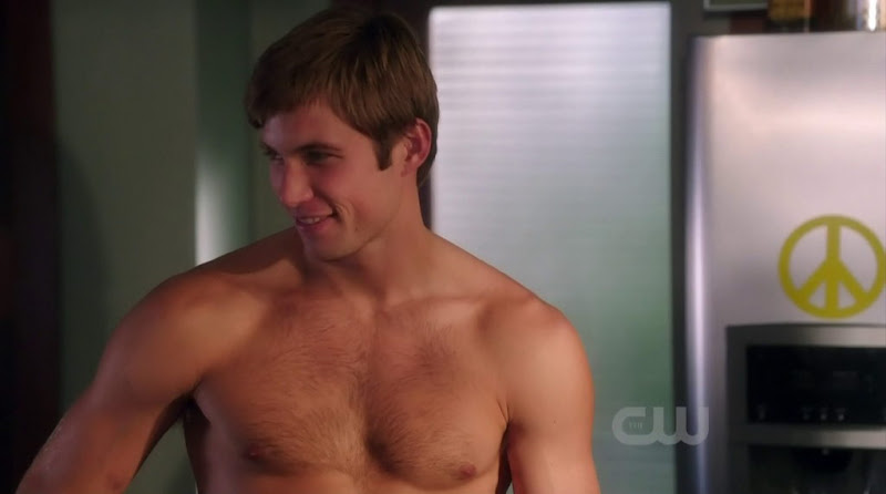 Justin Deeley Shirtless in 90210 s4e06