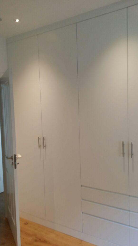 Puertas de madera armarios y suelos ba era por ducha for Armario ducha