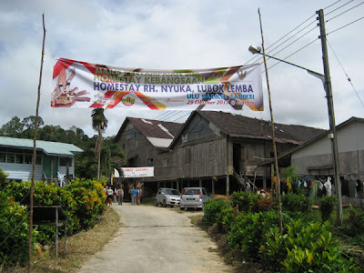 The road approach to Rumah Nyuka longhouse