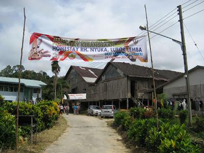 The road approach to Rumah Nyuka longhouse