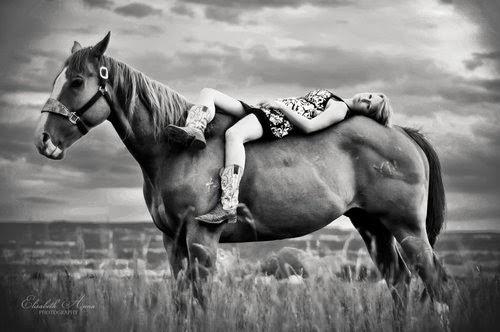 Девушки и лошади (15 фото)