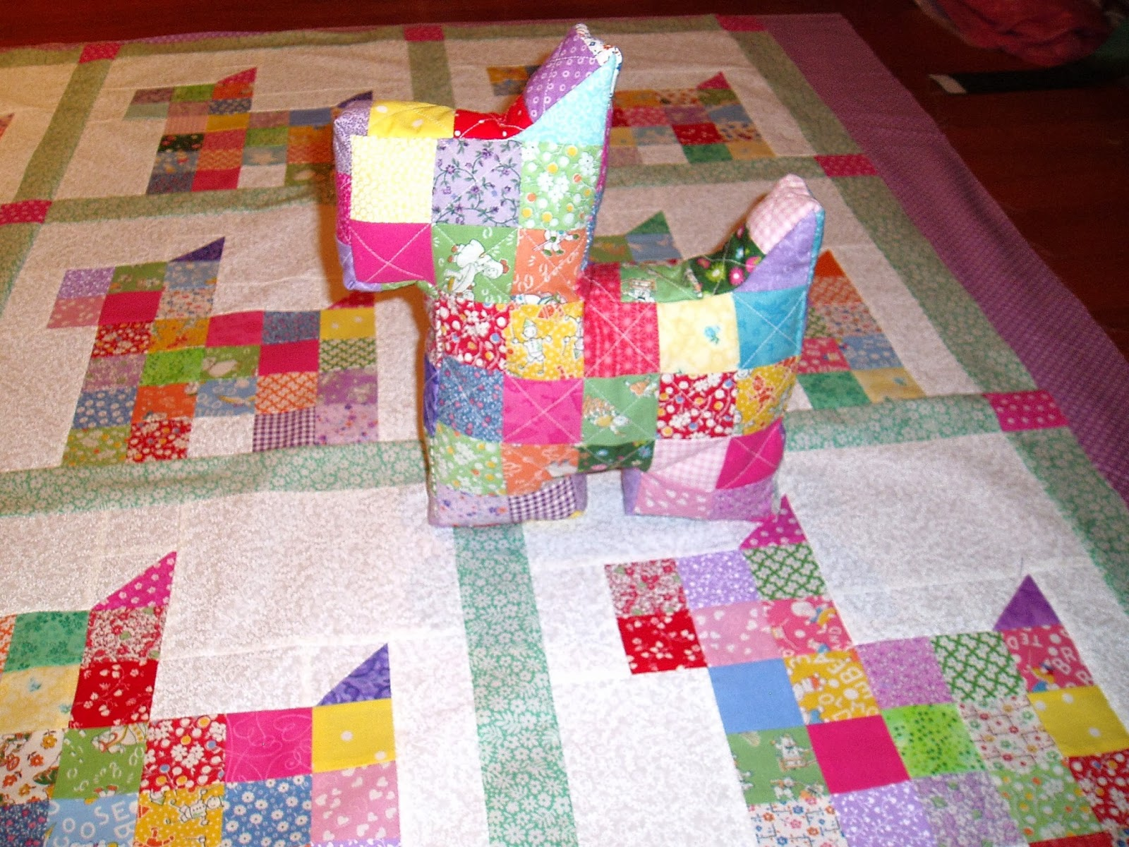 Sunshine in the Attic: Patchwork Scottie Dog Pillow and tutorial ... : scottie quilt pattern - Adamdwight.com