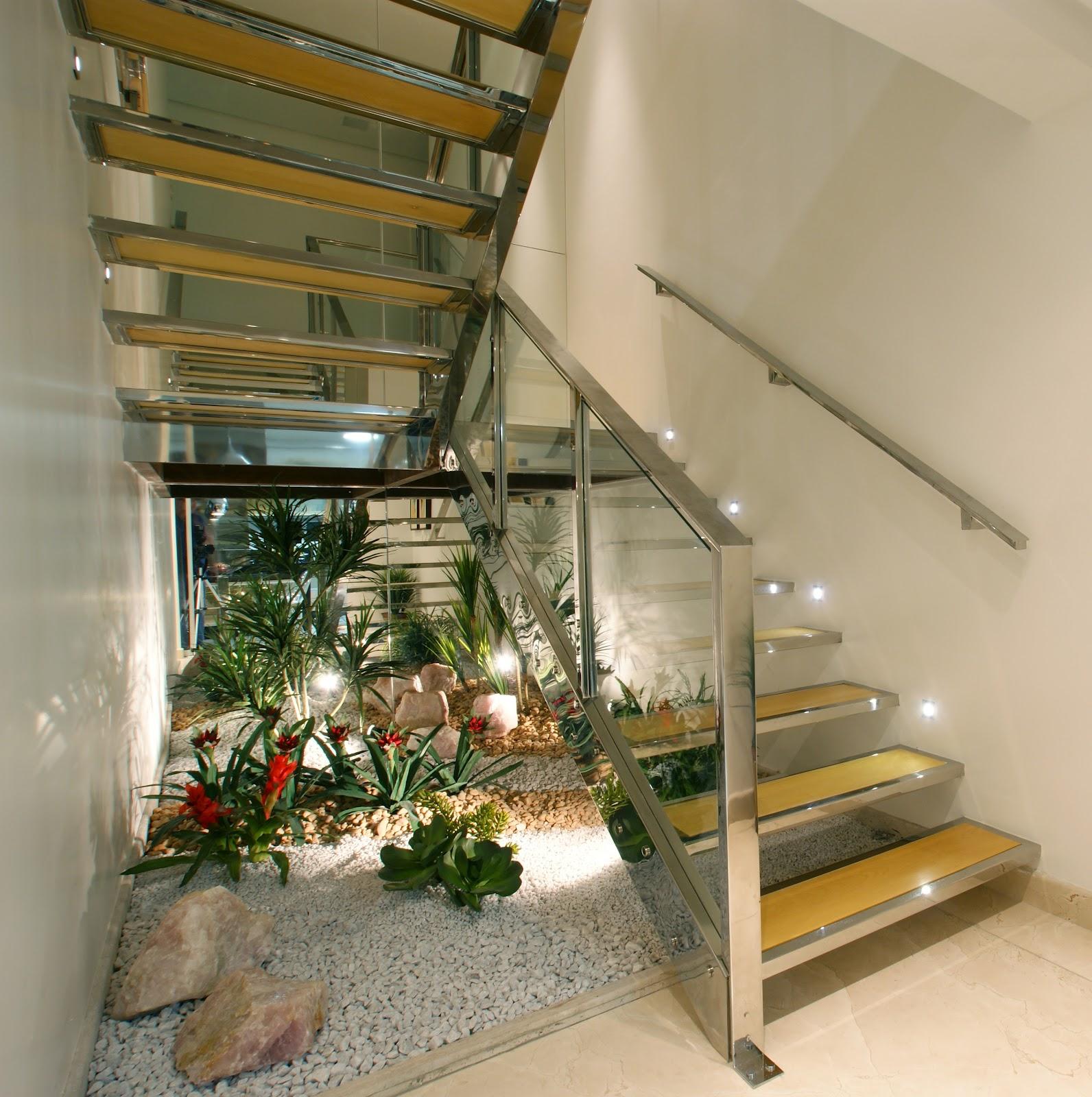 escada jardim madeira:Escada em aço inox, madeira e vidro