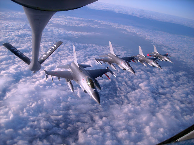 Solo Turk formation air refuelling