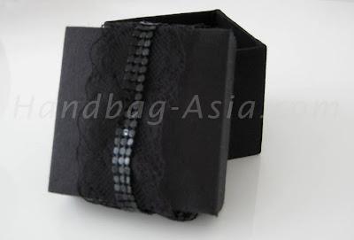http://handbag-asia.com/black-silk-gift-box.htm