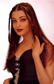 what color is Aishwarya Rai eyes