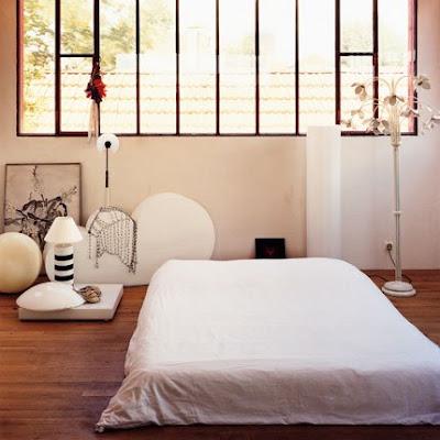 Decoración de Dormitorio con la Cama en el suelo