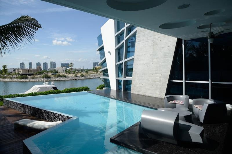 decorar com Casa Moderna e Futurista Com Muita Luz e Cor