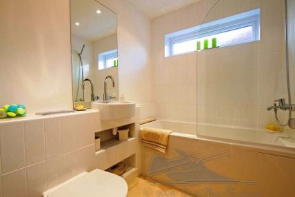 gambar contoh desain kamar mandi sederhana