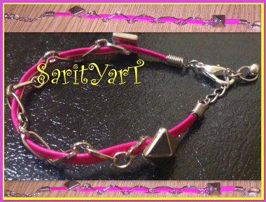 pulsera cuero plano rosa con cadena para sus