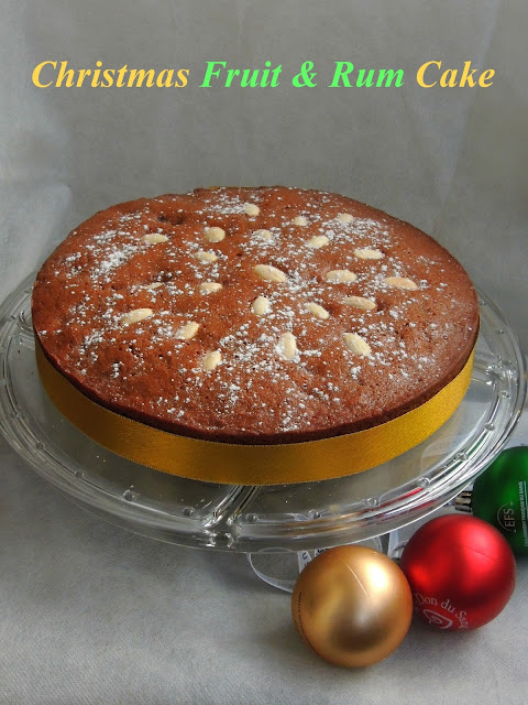Christmas fruit & rum cake with nuts