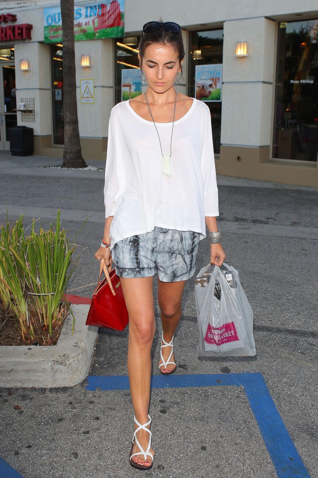 http://2.bp.blogspot.com/-hNeAyHZXI84/TeamCOIJD3I/AAAAAAAAZ5I/Ag4aqtEImhU/s1600/16+red+Camilla+Belle+01.jpg
