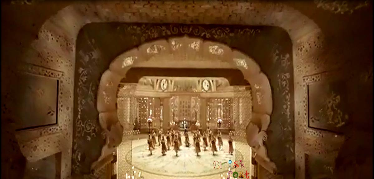 Grand Aaina Mahal set entrance for Bajirao Mastani used in Deewani Mastani song