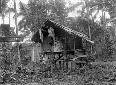 6 Bentuk Unik Kuburan Di Indonesia