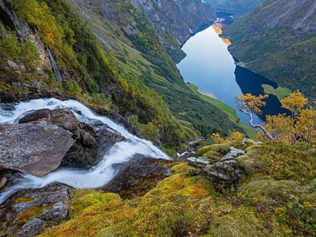 Фьорды к северо-востоку от Бергена являются частью Всемирного наследия ЮНЕСКО. © Эрленд Хаарберг