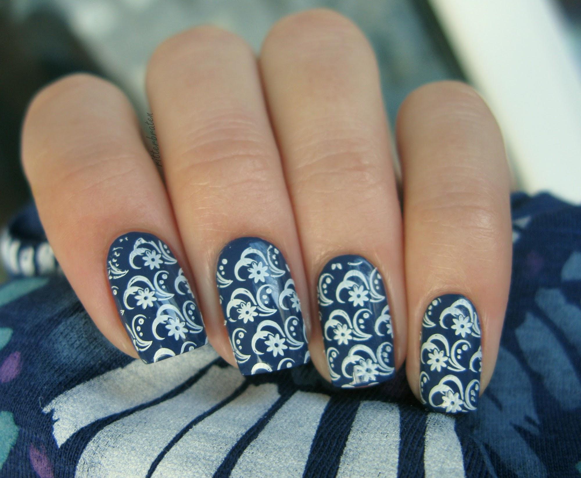 marine nail art