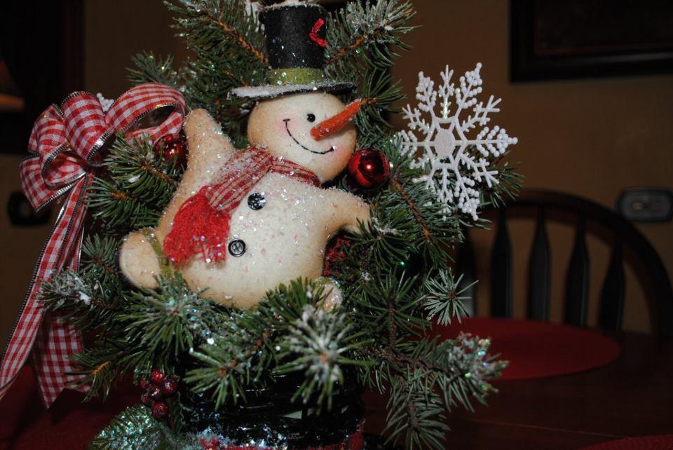 Flowershopgurl frosty the snowman quot hat centerpiece