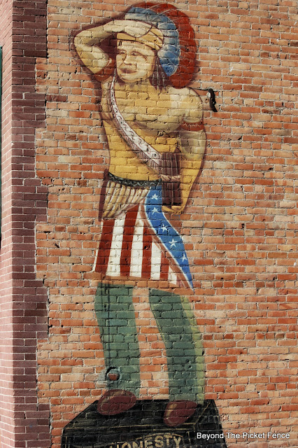 mural, brick wall, small town, http://bec4-beyondthepicketfence.blogspot.com/2015/10/small-town-thrifting.html