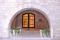 Entrada principal Edifici Caixa Forum, Fontana d'Or, Girona. Altres llocs d'interès.