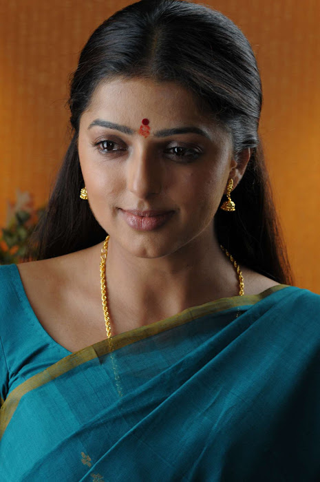 bhumika chawla in saree actress pics
