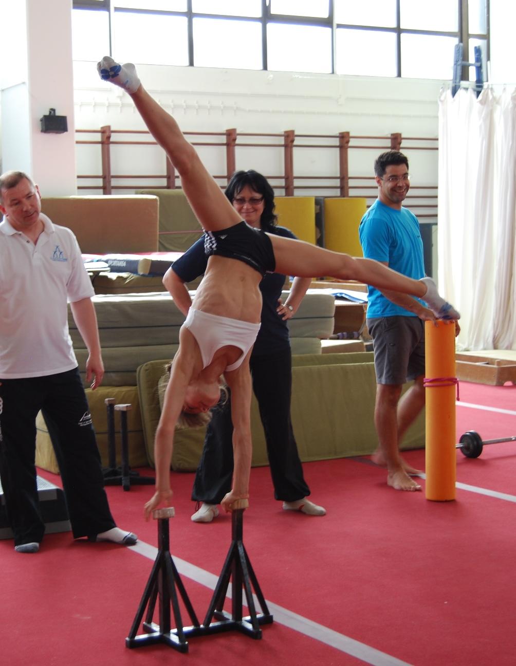 Gymnastics straddle