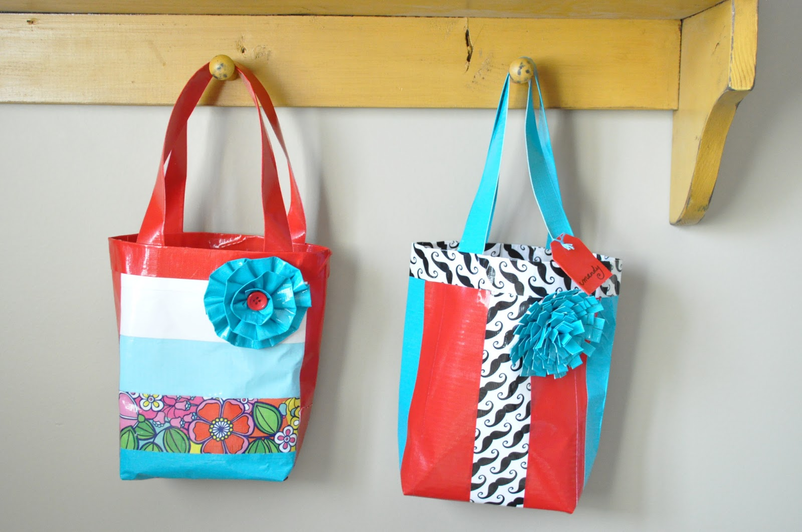 Duck tape bag tutorial girls camp craft little birdie for Craft ideas with duct tape