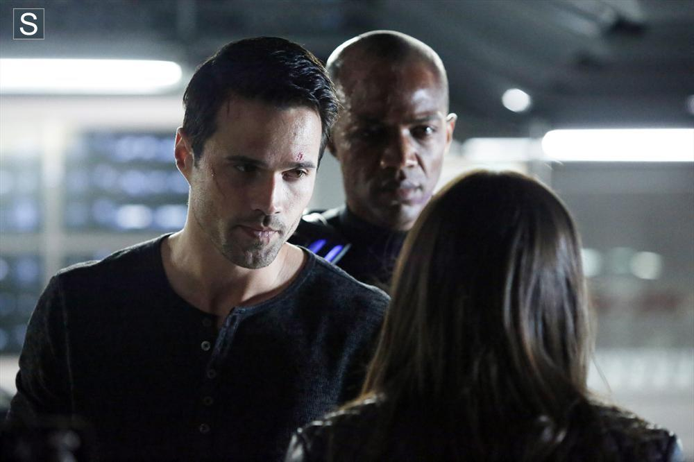 WARD (BRETT DALTON), DEATHLOK (J. AUGUST RICHARDS) Y SKYE (CHLOE BENNETT)