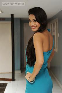 Shweta-Jadhav-Stills-at-Namaste-Movie-Opening