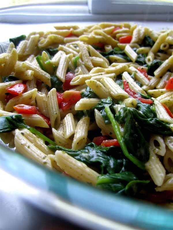 Stephanie Cooks: Spinach Pesto Pasta Salad